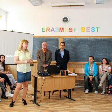Primarul Daniel Nicolaș i-a primit pe tinerii din Turcia, Polonia, Italia și Buzău