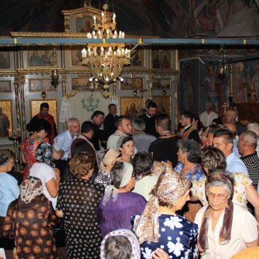"""Hram la Biserica """"Sfântul Ilie"""". Peste 300 de persoane"""