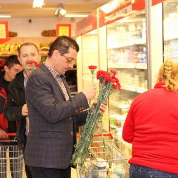 Primarul Daniel Nicolaș a oferit flori de Ziua Internațională a Femeii