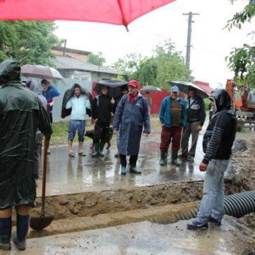 Cetățenii afectați de inundații sunt așteptați la Primărie
