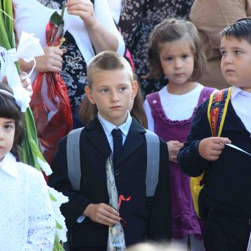 Nicolaș le-a urat SUCCES elevilor la început de an școlar